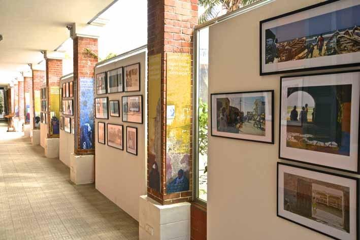 Exposition des photographies de Paul Jolicoeur prises à Guet Ndar, quartier de pêcheurs de Saint Louis, et à l'Île Saint Louis