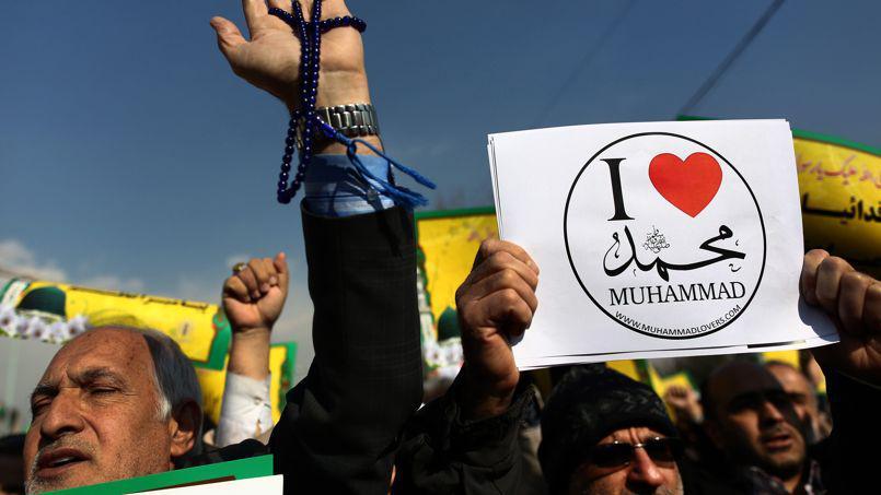 Manifestation en Iran contre la parution de la caricature de Mahomet sur la Une de Charlie Hebdo, publiée une semaine après les attentats menés contre le journal satirique. Crédits photo : BEHROUZ MEHRI/AFP