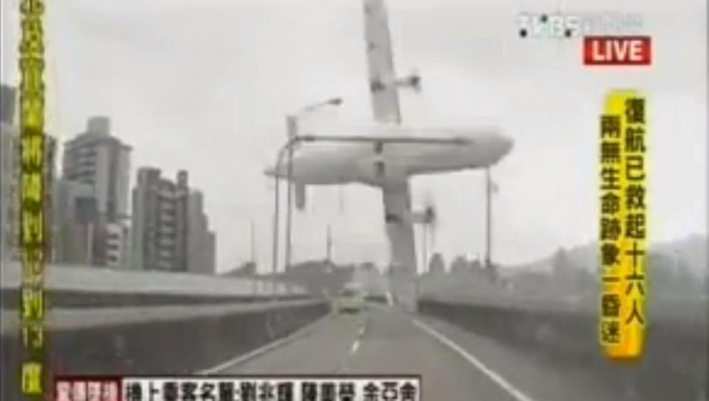 Taïwan: un avion de ligne tombe dans une rivière avec 58 passagers