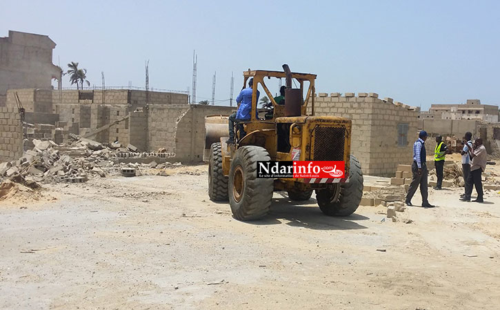 Démolition de constructions illégales à Darou, le 07 avril 2015