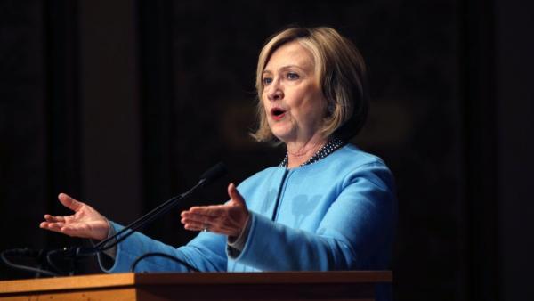 Etats-Unis: Clinton se lance dans la course à la Maison Blanche