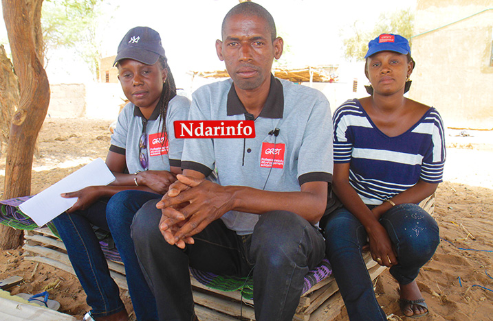 Des agents du GRET dans la concession d'Ousmane Mody BA