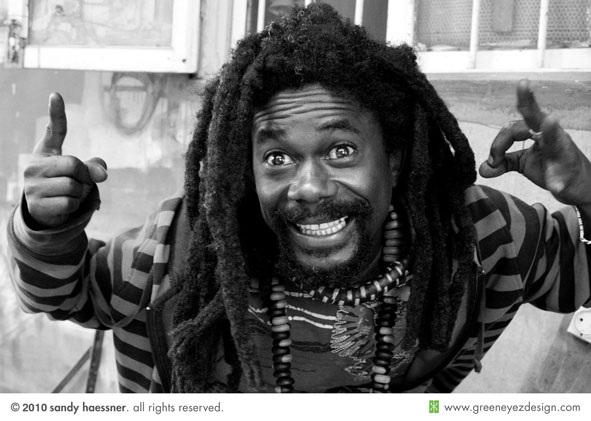 Niagass raille Mansour Faye en plein concert : « tous les projets qui sont là, sont lancés par Cheikh Bamba DIEYE ».