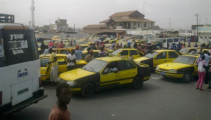 SAINT-LOUIS : protestations des taximans après la mise en circulation des bus.