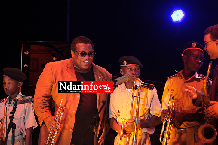 WALLACE RONEY SUR LA PLACE FAIDHERBE : du Jazz, du rap et de la percussion. Regardez !