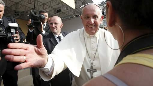 """Le pape François aux jeunes: """"faites l'effort de vivre chastement"""""""
