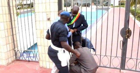 Cheikh Bamba Dièye: Pourquoi je m'étais enchaîné devant les grilles de l' Assemblée Nationale