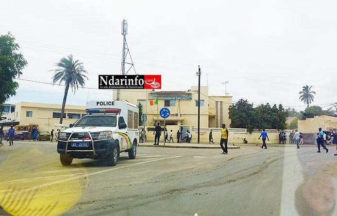 URGENT: le président des chauffeurs de taxi convoqué à la Police. Les taximen manifestent.