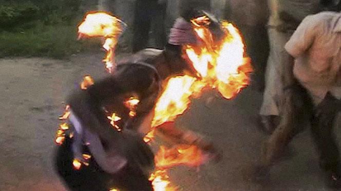 Un homme qui voulait s'immoler par le feu devant les grilles du palais sauvé de justesse