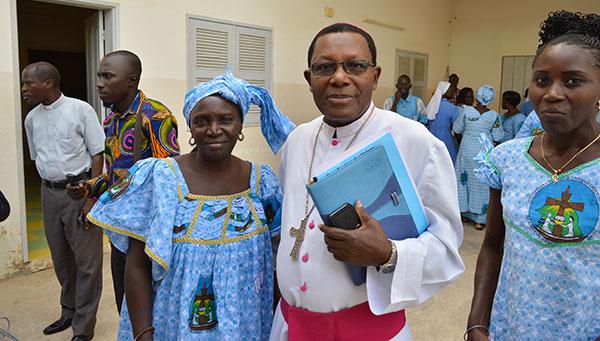 Saint-Louis : Monseigneur Ernest SAMBOU exhorte les femmes catholiques à s'engager dans le social.