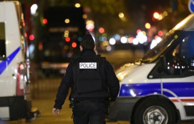 La police patrouille le 14 novembre 2015 près du Bataclan à Paris - FRANCK FIFE AFP