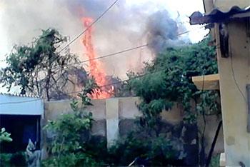 VIOLENT INCENDIE A DIAMAGUENE: le feu vite maitrisé par les... gendarmes.