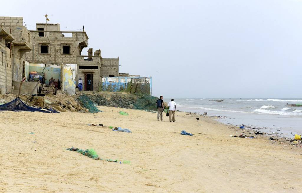 These houses in the Gokhou Mbathe district were abandoned because of the approaching sea. AFP PHOTO / SEYLLOU