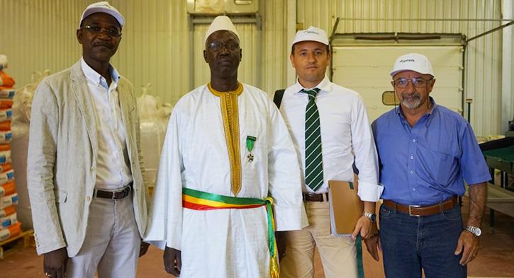 De gauche à droite: Gora SECK, ALioune SARR le maire de Fass Ngom, l'ancien DG Massimo CASTELLUCCI et Mario Vincenzo VAUTRETTO
