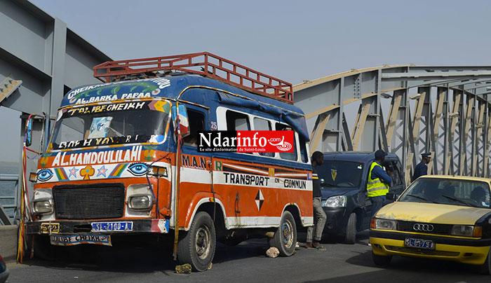 DERNIERE MINUTE: En panne, ce car bloque la circulation sur le pont (Photos)