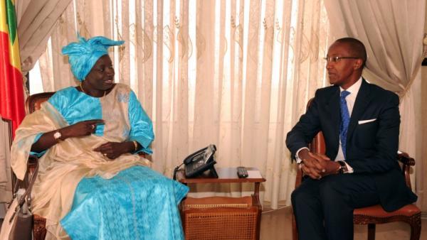 """Mimi Touré à Abdoul Mbaye : """"Si le chef de l'Etat te choisit parmi 14 millions de Sénégalais, tu lui dois tout"""""""