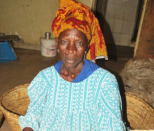 Profil - Femme travailleuse de Guet-Ndar : Binta Sarr transformée par le poisson