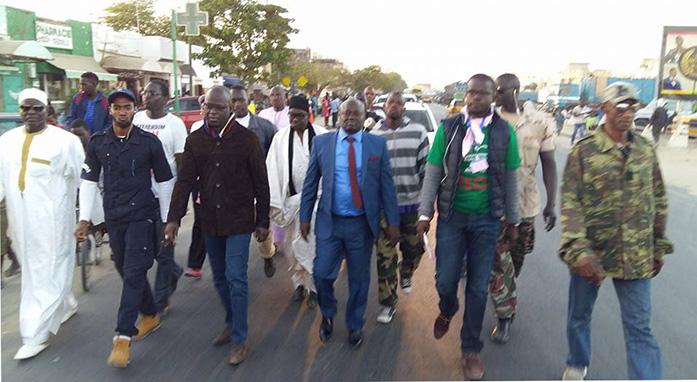 Marche de quelques leaders du Front du NON à Pikine Guy Sédelé
