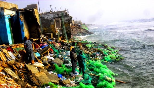 Lorsque la mer menace des vies, et qu'aucunes actions de relogement n'est prévu par l'État.