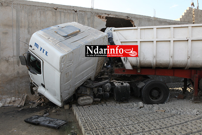 Les images de l'accident spectaculaire à Léona