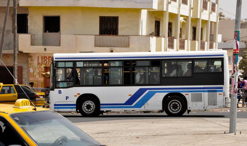 PIKINE : un bus roule sur un jeune garçon.