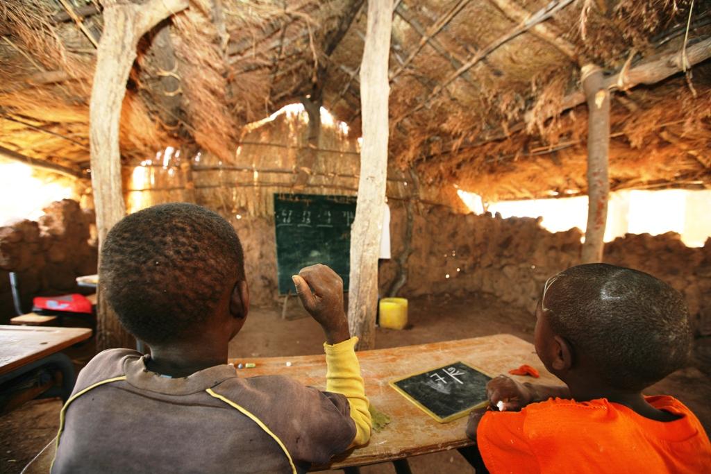 OPINION | Abris provisoires et déficit en amphithéâtres, n'y aurait-il aucune solution ?  Par Mamadou Youry SALL