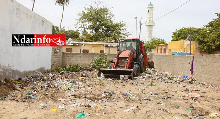NDIOLOFENE : la Mairie détruit « la cage aux serpents » (vidéo)