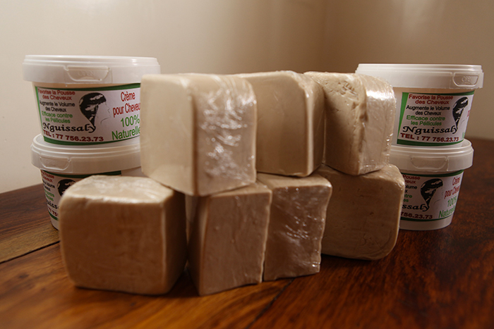 VIDÉO - Les bienfaits du savon et crème naturels NGUISSALY ( en vente à Saint-Louis )