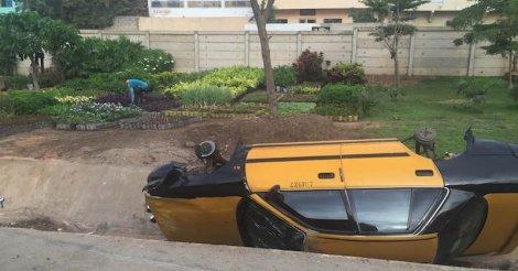 Deux voitures se renversent sur l'autoroute (photos)