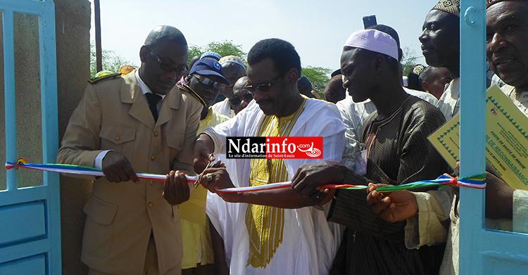 Le Sous-Préfet de Mbane, le maire et des dignitaires coupent le ruban
