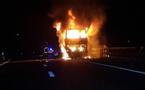Un minicar prend feu à l'entrée de Saint-Louis : plus d'une dizaine de morts, des corps calcinés.