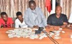 Bamba Fall et Barthélémy arrêtent deux jeunes avec plus d'un millier de cartes d'électeurs