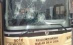 Les marchands ambulants en colère, deux bus de Dakar Dém Dikk saccagés