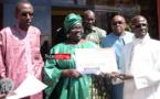 Aminata GUEYE offre des bourses d'excellence aux élèves du lycée Aimé Césaire ( vidéo)