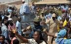 Dernière minute:  le véhicule de Wade cassé par des jets de pierres à Nguéniène