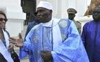 (video) A 14 h 15 minutes, Me Abdoulaye Wade monte dans sa voiture et quitte le palais.