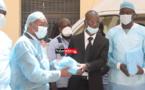 Covid-19/St-Louis : Un bénévole offre des équipements de protection au personnel de l'hôpital (vidéo)