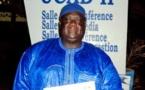 "Mbaye Boye Fall honoré, reçoit le  prix du ""Alouwa de l'Education""."