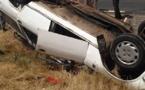 [Photos] Grave accident à la sortie de Saint-Louis: Le « 7 places » a fait plusieurs tonneaux avant de s'immobiliser.