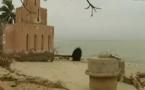 (Vidéo) Saint-Louis du Sénégal est menacée par la montée des eaux   FranceTV Info 