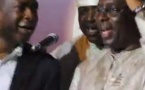 Vidéo: Youssou Ndour et Macky Sall chantent ensemble « joyeux anniversaire », lors des 5 ans de l'APR. Regardez