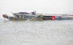 Accident tragique en mer : les photos de la pirogue fracassée par les vagues.