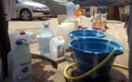 Pénurie d'eau à Saint Louis: les consuméristes menacent de porter plainte contre la SDE. La société parle d'une fuite dans le réseau et annonce le rétablissement ce soir.