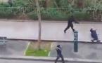 Vidéo choquante – Paris : La caméra cachée de l'attentat de Charlie Hebdo où les terroristes tuent un policier. Regardez