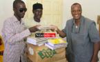 DIAMA : le maire Oumar SOW offre des fournitures à 73 écoles de la Commune.