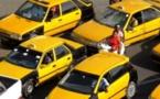 Transport : la délivrance des licences de taxi suspendue.