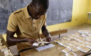 Plus de 300 000 cartes n'étaient pas distribuées à la date du 8 juin (officiel)
