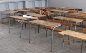 Sévère pénurie de tables-bancs au lycée Charles de Gaulle