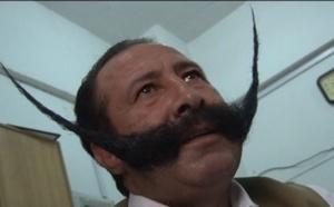VIDÉO  Un Pakistanais brave la mort pour sa moustache.