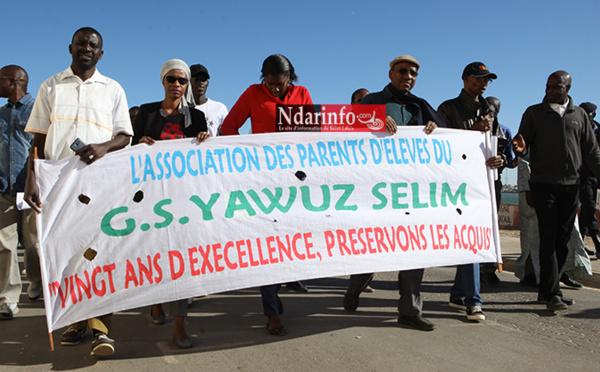 YAVUZ SELIM: À Saint-Louis, une marche contre la « forfaiture ». Regardez !